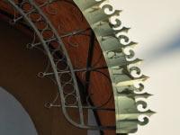 Декоративный элемент из нержавеющей стали покрытой нитридом титана