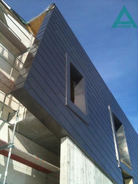 Фасад облицован панелями из меди оксидированной. Частный жилой дом, Конча-Заспа.